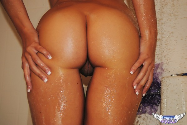 chrissy marie shows her naked wet ass for spunky angels
